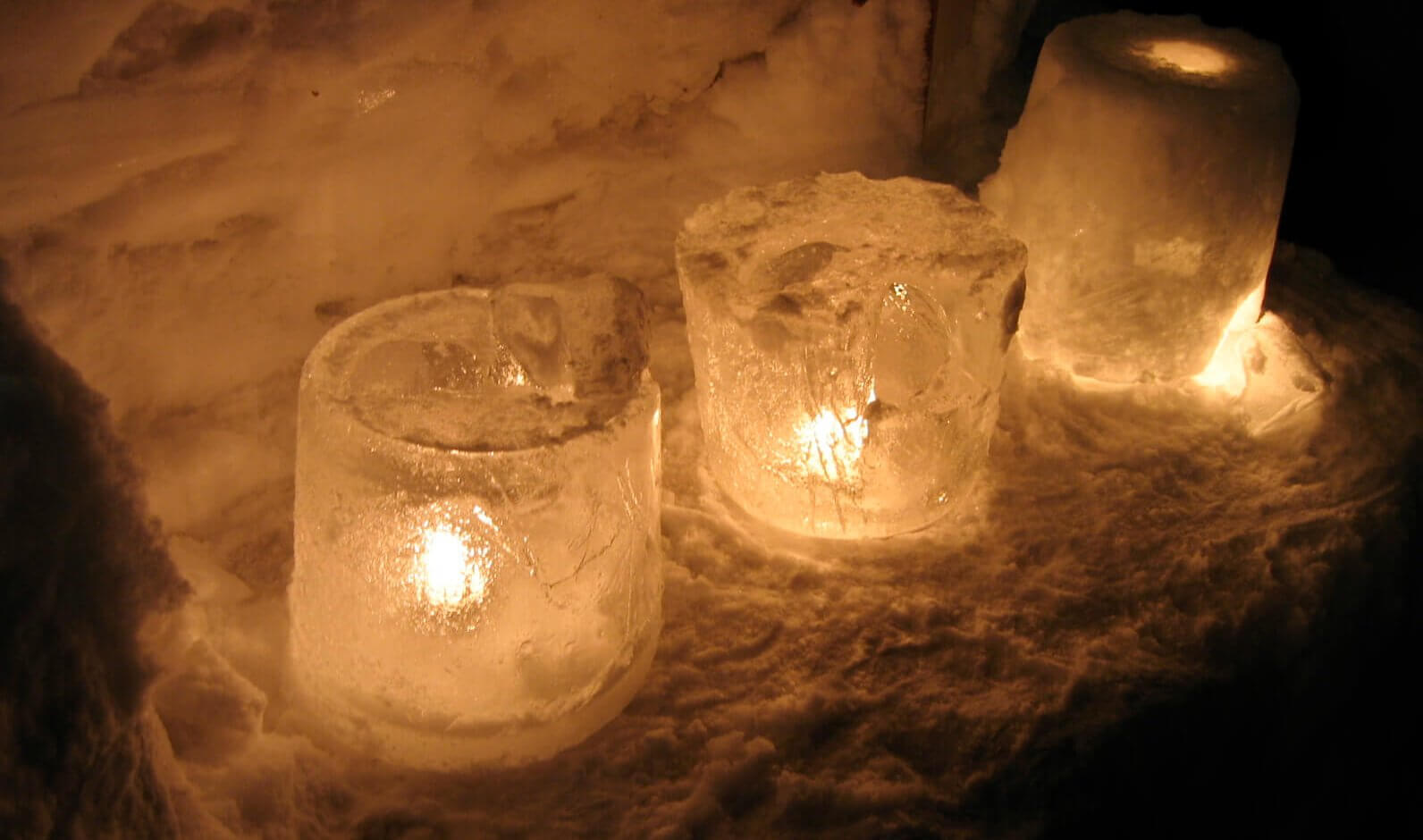 Candles in ice - image by Goodmami https://www.flickr.com/photos/goodmami/115770648