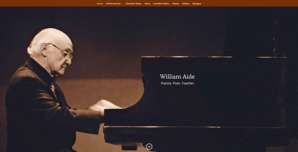 photo of pianist William Aide at the piano
